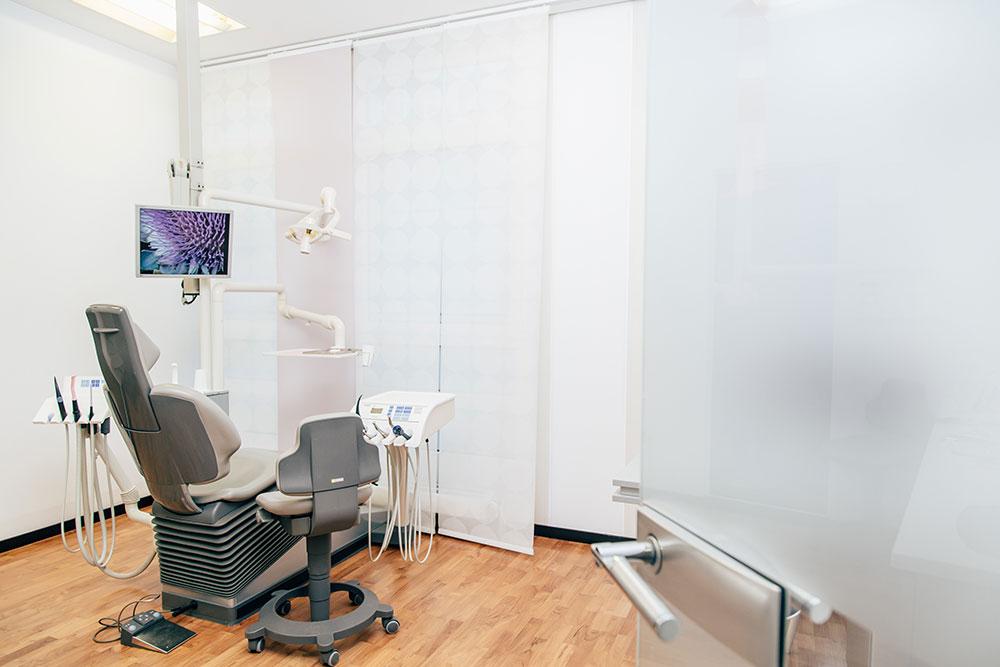 Zahnärztin Eschborn - Beate Korus - Behandlungszimmer